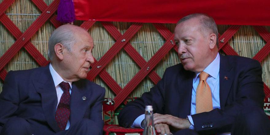 """Erdoğan'ın eski kurmayından bomba açıklama: """"Bahçeli, AKP'yi karıştırmak için bunu yaptı"""""""