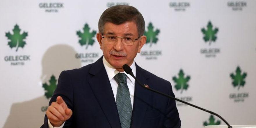 """Ahmet Davutoğlu """"Cumhurbaşkanı adayı olacak mısınız"""" sorusuna böyle yanıt verdi"""