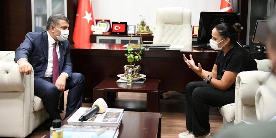 Sağlık Bakanı Fahrettin Koca, saldırıya uğrayan sağlık çalışanlarını ziyaret etti