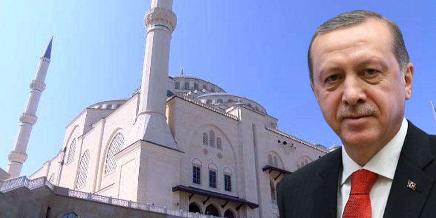 Cuma namazını kılan Erdoğan cami hoparlöründen cemaate böyle seslendi