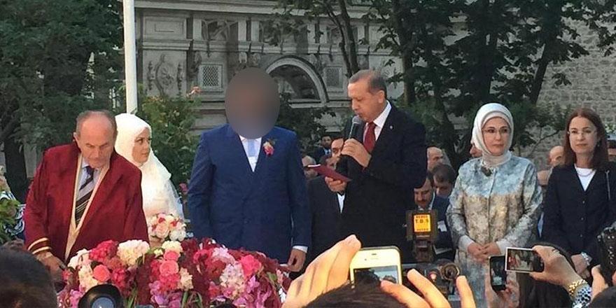 Nikah şahitliğini Cumhurbaşkanı Erdoğan ve eşi Emine Erdoğan yapmıştı! AKP'yi övdüğü kitabını kendisi toplattı