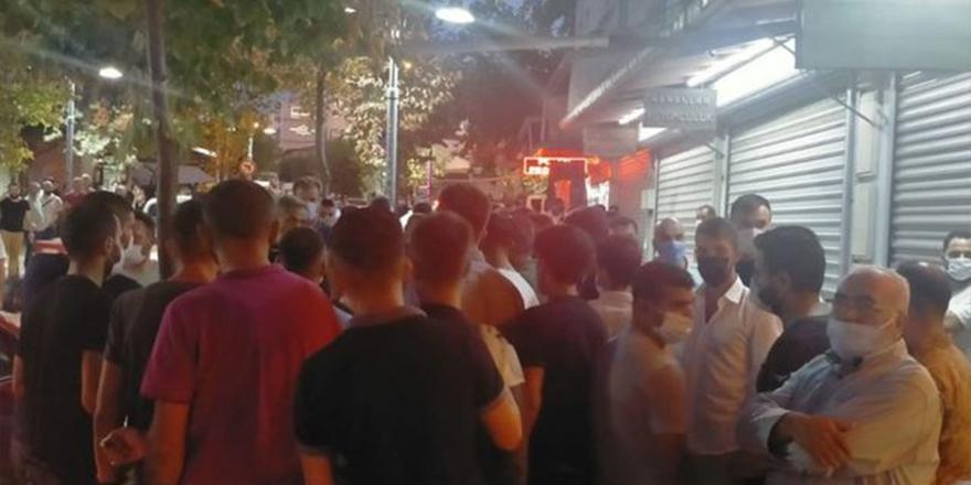 Yer: Manisa Halk toplanıp kuyumcuyu bastı