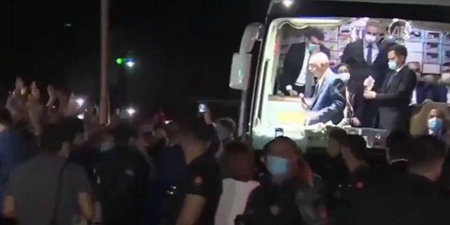 Cumhurbaşkanı Erdoğan koronayı unuttu halka yine çay dağıttı