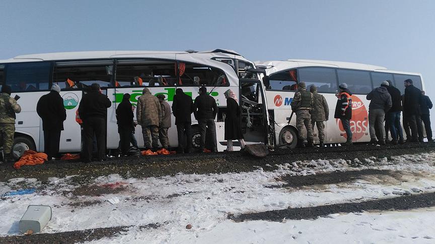Iğdır'da iki yolcu otobüsü çarpıştı