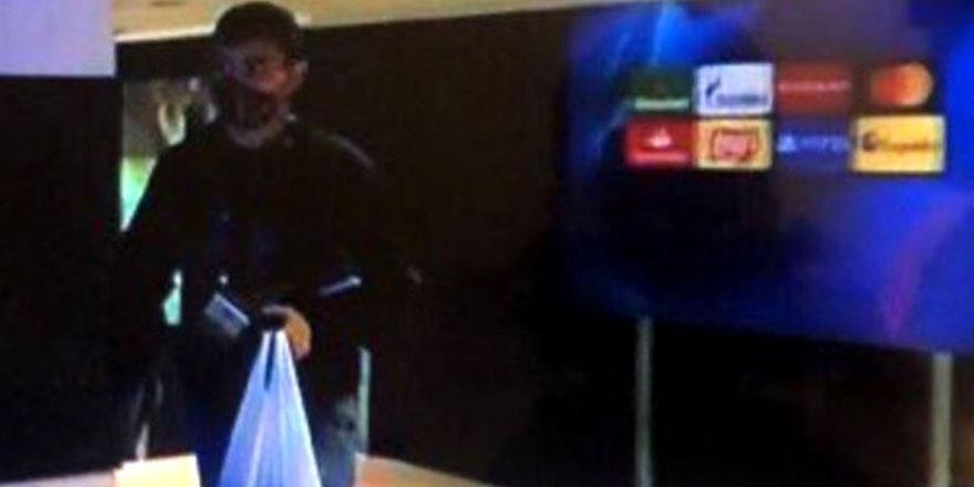 Barcelona'nın genç oyuncusu Pedri Gonzalez Lopez Ferençvaroş maçına naylon poşetle geldi golünü attı