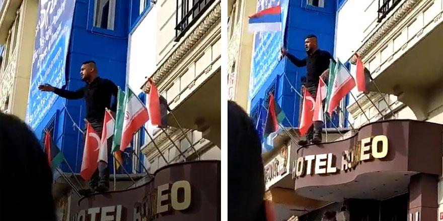 Yer: Fatih - İstanbul! Suriyeliler bayrak indirdi