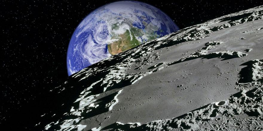 NASA Ay'da su bulunduğu müjdesini verdi
