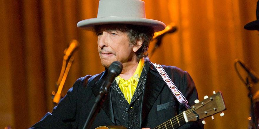 Bob Dylan'ın yayımlanmamış şarkı sözlerinin olduğu belgeler rekor fiyata satıldı