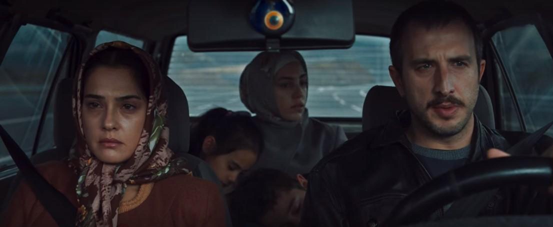 Bir Başkadır'da Ruhiye rolünde oynayan Funda Eryiğit ile yönetmen Berkun Oya arasında aşk iddiası
