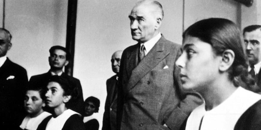 Yılmaz Özdil, Başöğretmen Mustafa Kemal Atatürk'ün Galatasaray Lisesi ziyaretinde gençlere sorduğu 16 soruyu kaleme aldı