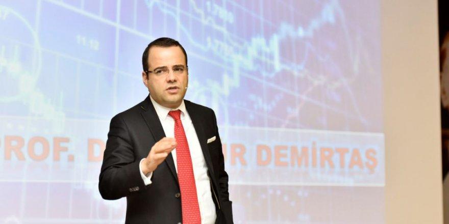 """Ünlü ekonomist Özgür Demirtaş """"Türkiye'nin önünde çok büyük bir fırsat var"""" dedi! İktidara 5 maddeyle seslendi"""