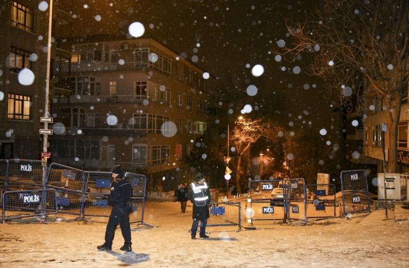 HDP Önünde havaya ateş açtı