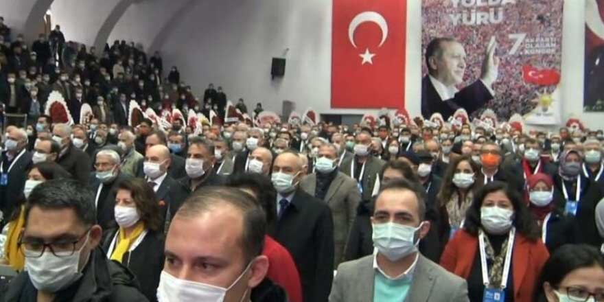 AKP kongrelerinde korona virüse böyle davetiye çıkarıldı! Sıfır sosyal mesafe
