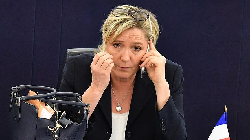 AP, Le Pen'in dokunulmazlığını kaldırdı