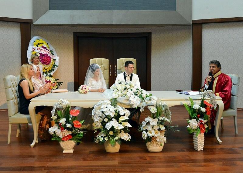 Fatih'te bir yılda  3337 evlilik işlemi