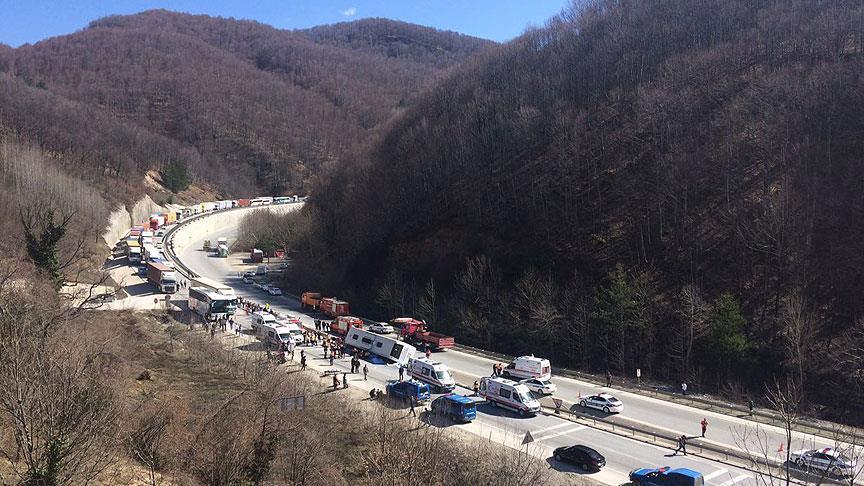 Yolcu otobüsü devrildi: 7 ölü