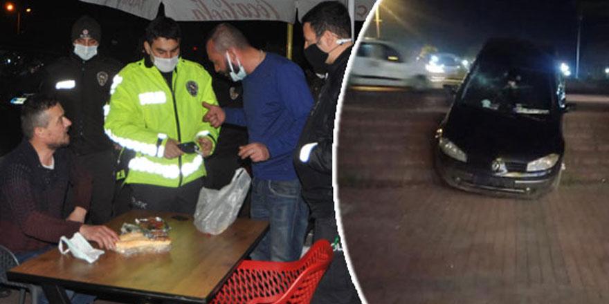 Zonguldak'ın Ereğli ilçesinde, kaza yapan iki arkadaş, hiçbir şey olmamış gibi restoranda yemek yedi