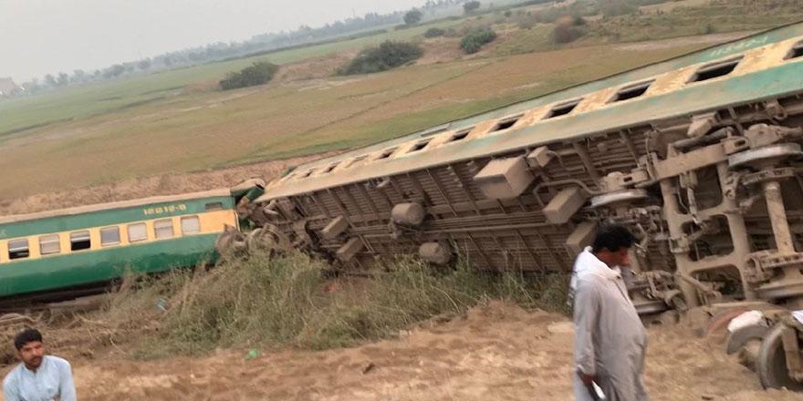 Pakistan'da tren raydan çıktı! En az 40 kişi yaralandı