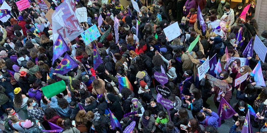 İstanbul'da Feminist Gece Yürüyüşü başladı