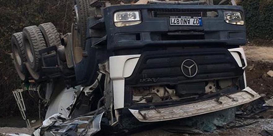 Beton mikseri sürücüsü 20 metreden uçup hayatını kaybetti