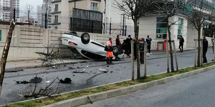 Başakşehir'de otomobil takla atıp sitenin duvarına çarptı