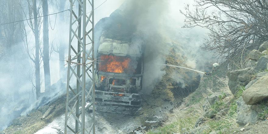 Konya'da saman yüklü tır yandı