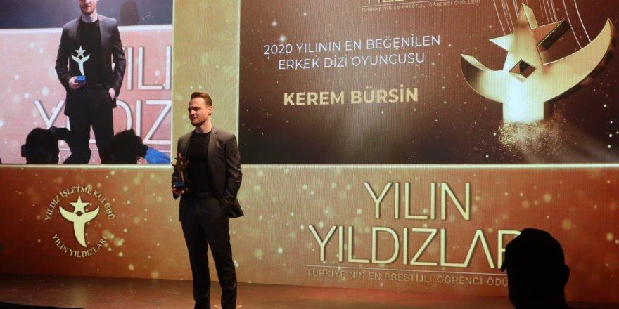 Sunucunun sözleri ünlü oyuncu Kerem Bursin'i kızdırdı! Hiçbir şey demeden salonu terk etti