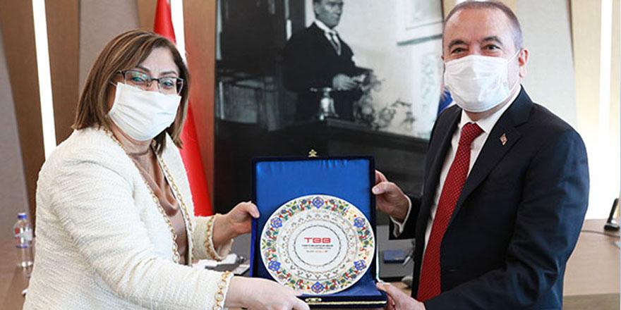 Fatma Şahin'den Muhittin Böcek'e nezaket ziyareti