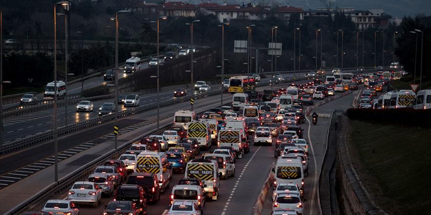 Kısıtlama sona erdi! İstanbullu yollara düştü