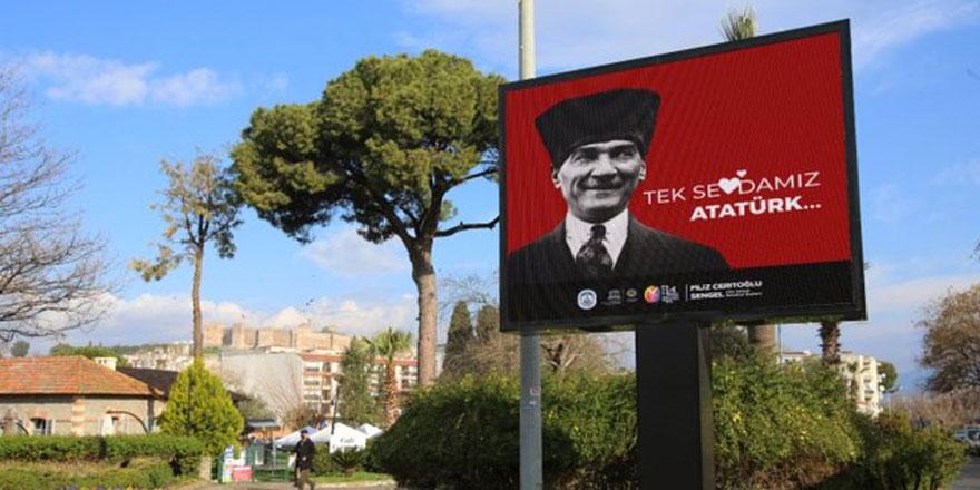 Efes Selçuk 'Tek Sevdamız Atatürk' afişleriyle donatıldı