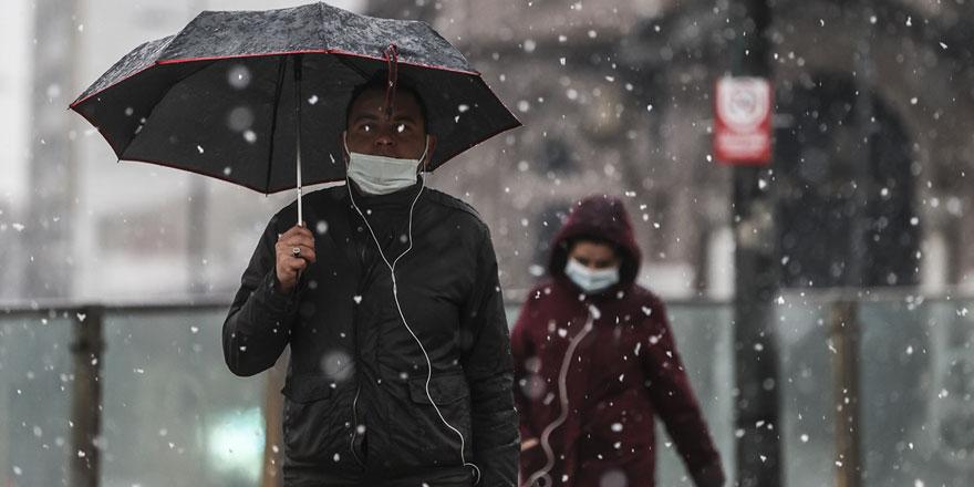 Ankara'da gece başlayan kar yağışı devam ediyor