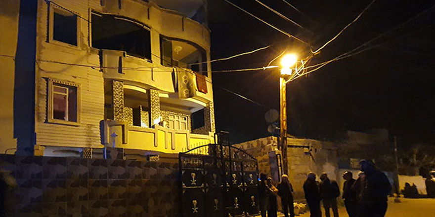 Adana'da evlenmelerine izin verilmeyen gençler iddiaya göre el ele tutuşarak 4. kattan atladı