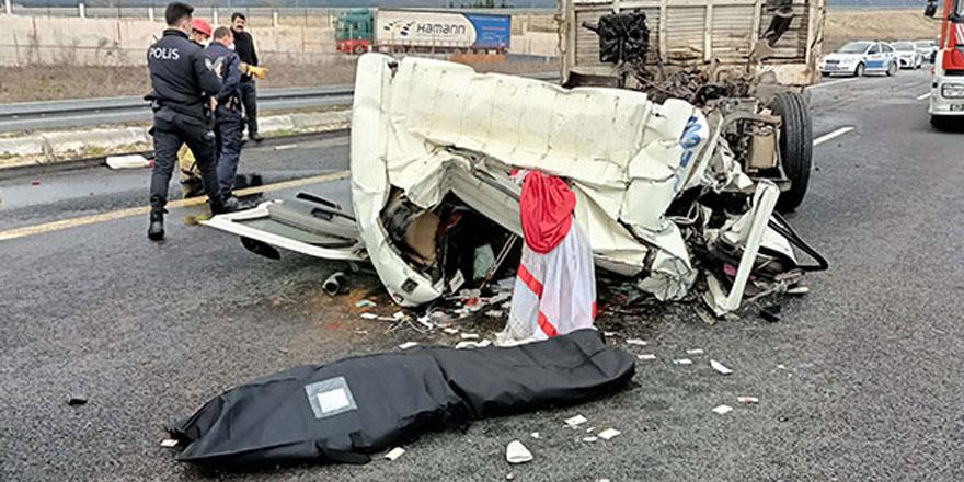 Çatalca'da TIR'a çarpan kamyonun sürücüsü yaşamını yitirdi
