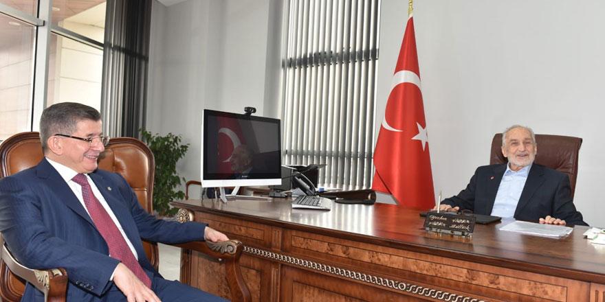 Ahmet Davutoğlu'ndan Oğuzhan Asiltürk'e ziyaret