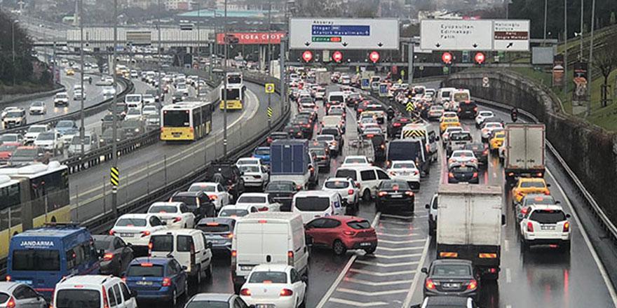İstanbul'da iş çıkış saatinde trafik yoğunluğu