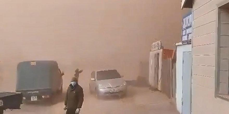 Kazakistan'daki kum fırtınası korku filmi sahnelerini aratmadı