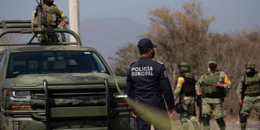 Meksika'da polis konvoyuna saldırı: 13 kişi öldü