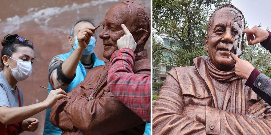 Usta gazeteci Bekir Coşkun'un heykeline çirkin saldırı