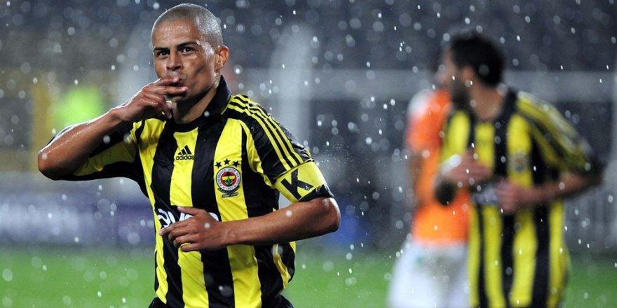 Fenerbahçe'nin efsanesi Alex de Souza futbola geri dönüyor