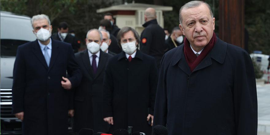 Erdoğan'dan canlı yayında gazeteciye fırça! Çıkar şunu ya...