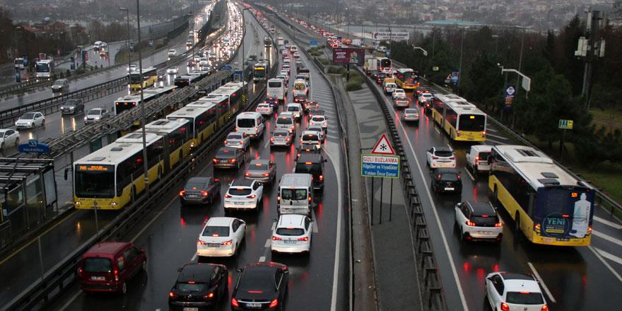 İstanbul'da trafik kilitlendi