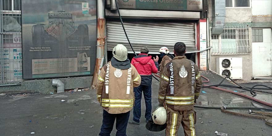 Bayrampaşa'da oto tamirhanesinde yangın!