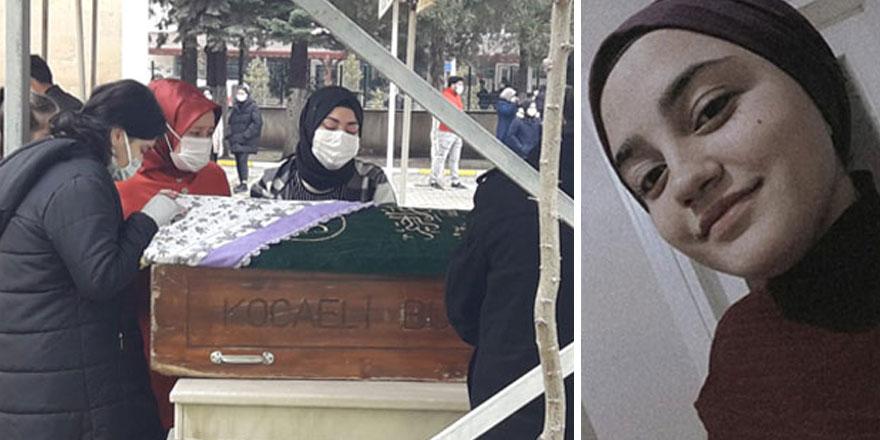 Kocaeli'nin Derince ilçesinde 15 yaşındaki Elif Erdağı, yeğenlerini parka götürürken kalp krizi geçirdi!