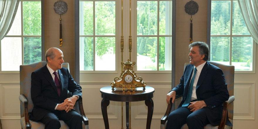 """Devlet Bahçeli'den Abdullah Gül'e:  """"11.Cumhurbaşkanı'na tavsiyem,  eğer çok üzüldüyse..."""""""