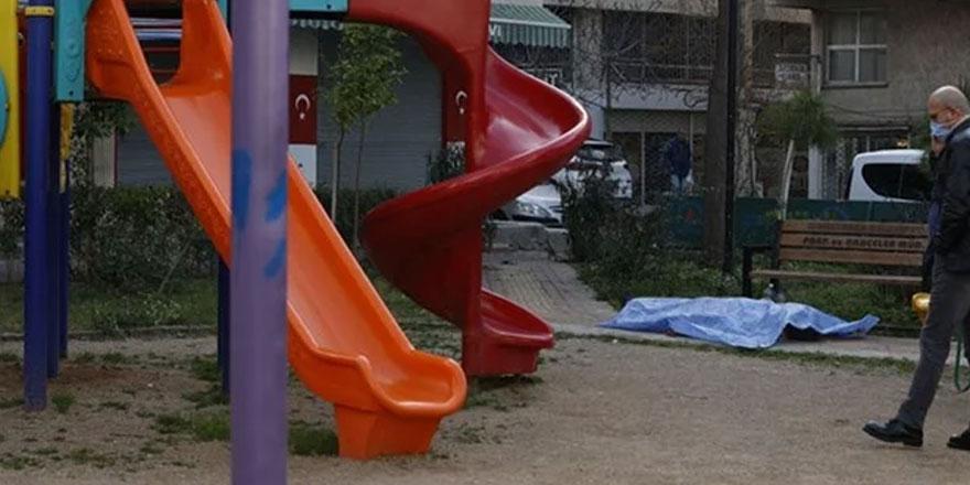 Antalya'da evsiz bir adam, çocuk parkında ölü bulundu