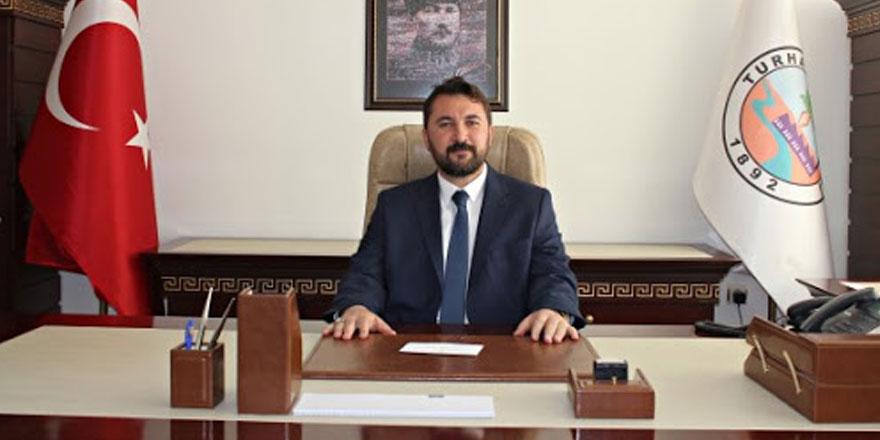 AKP'li İlker Bekler'den çok konuşulacak hareket! Kendi ismiyle Türk bayrağı yaptı