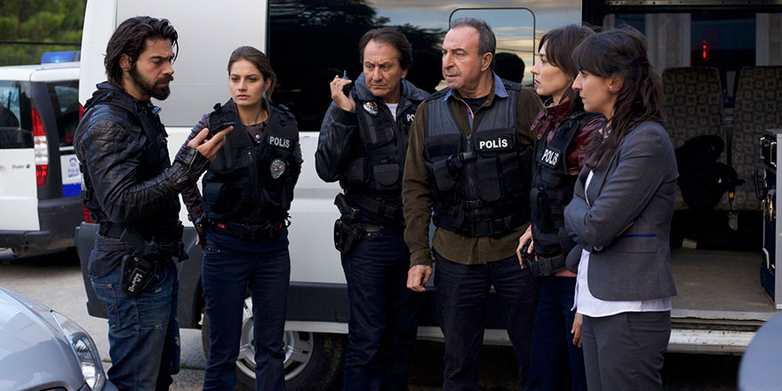 Arka Sokaklar dizisinde Bahar karakterini canlandıran Merve Oflaz korona virüse yakalandı!