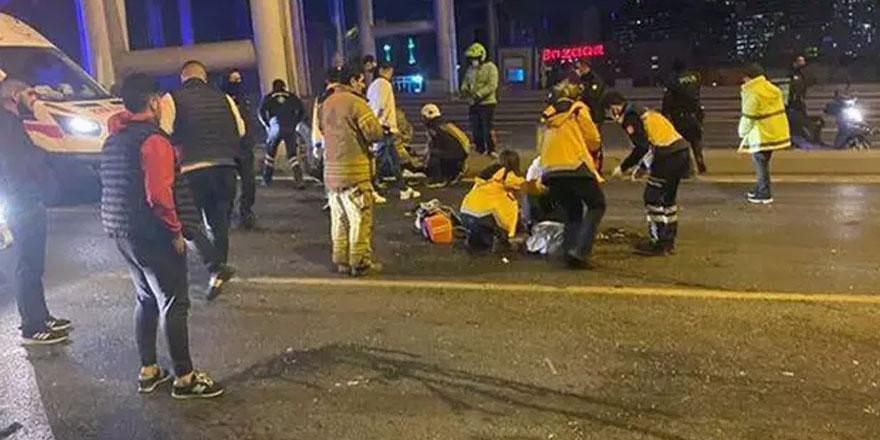 İstanbul'da feci kaza! Otomobilden fırladılar