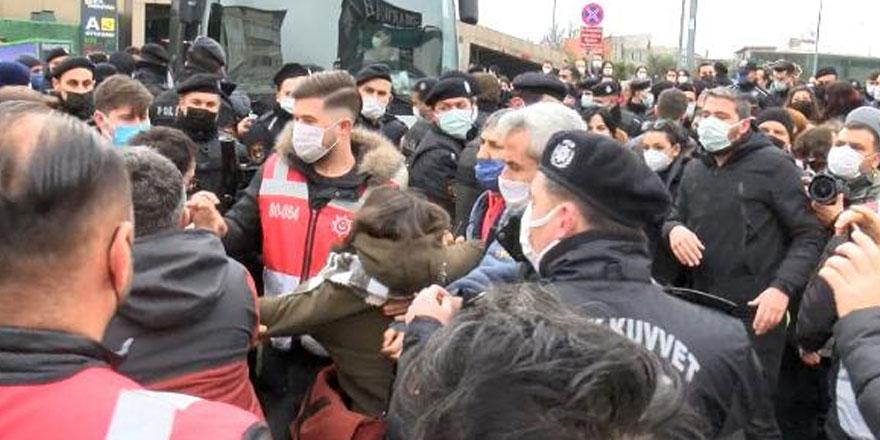 İstanbul Adalet Sarayı önünde çok sayıda Boğaziçi öğrencilerine gözaltı