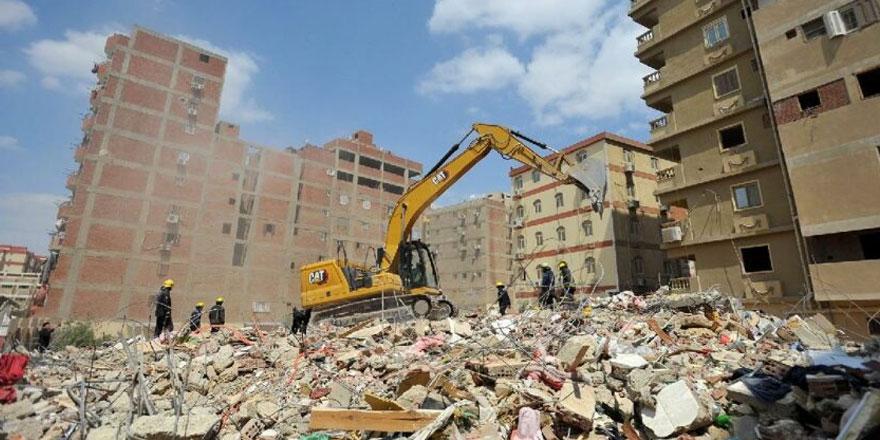 Mısır'da 10 katlı apartman çöktü: En az 8 ölü